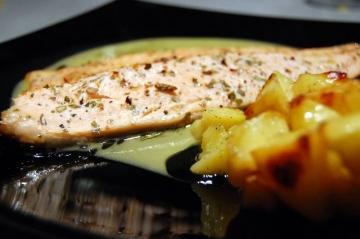 Pesce bianco al cartoccio con IPA e salsa all'ananas