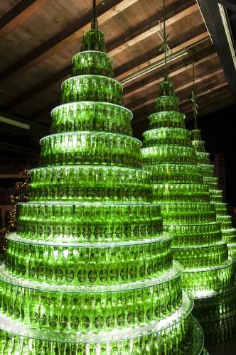 Albero Di Natale Heineken.La Foresta Natalizia Accoglie Le Festivita Nel Braugarten Di Birra Forst Giornale Della Birra