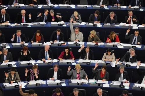 epa03032516 Members of the European Parliament vote during the plenary session of the European Parliament in Strasbourg, France, 13 December 2011. EPA/PATRICK SEEGER