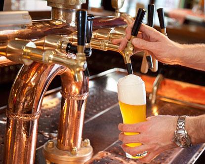 L'arte di servire la birra: le modalità di spillatura