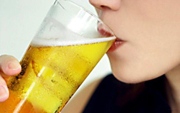 La prima sorsata di birra nell'ode di Philippe Delerm