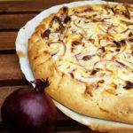 Torta salata di cipolle, stout e formaggio caprino