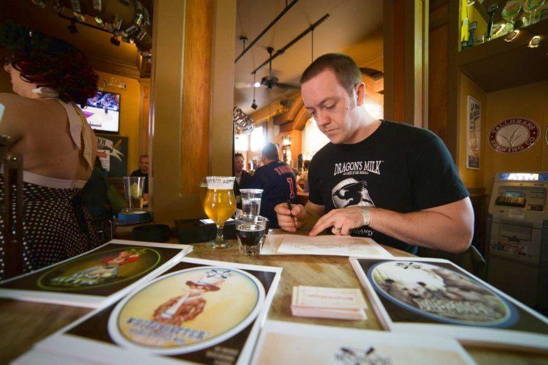 Dipingere con la birra: arte del XXI secolo