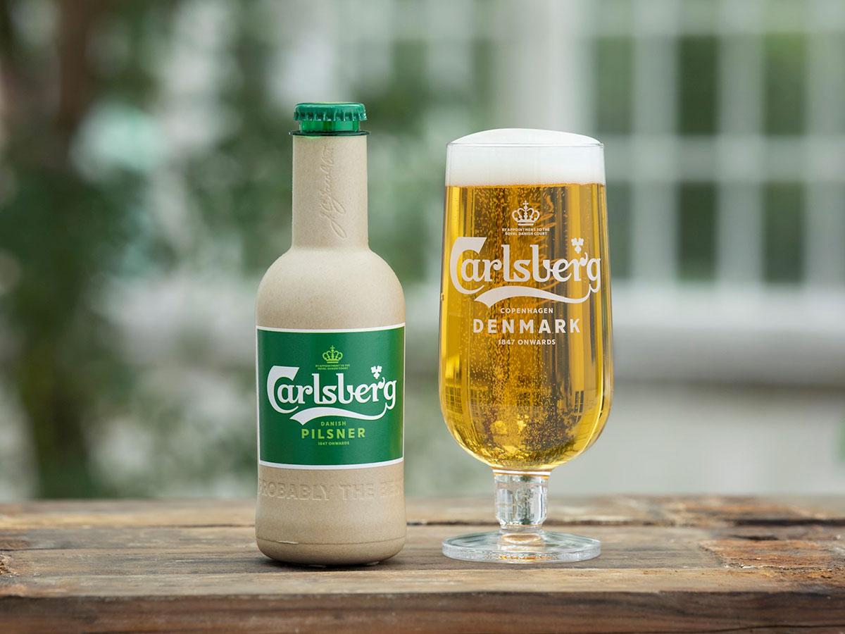 Carlsberg Group presenta la prima bottiglia di birra in carta riciclabile e sostenibile