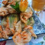 Fiori di zucca ripieni, fritti in pastella alla birra