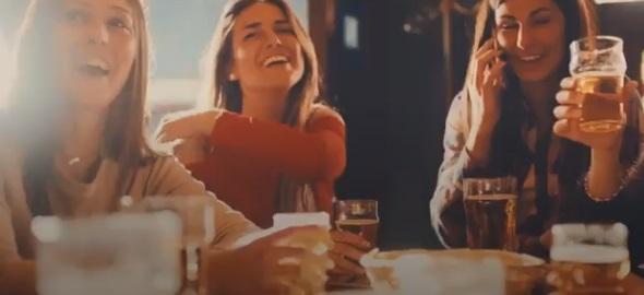 Madrid: la birra protagonista di un video choc per l'uso della mascherina
