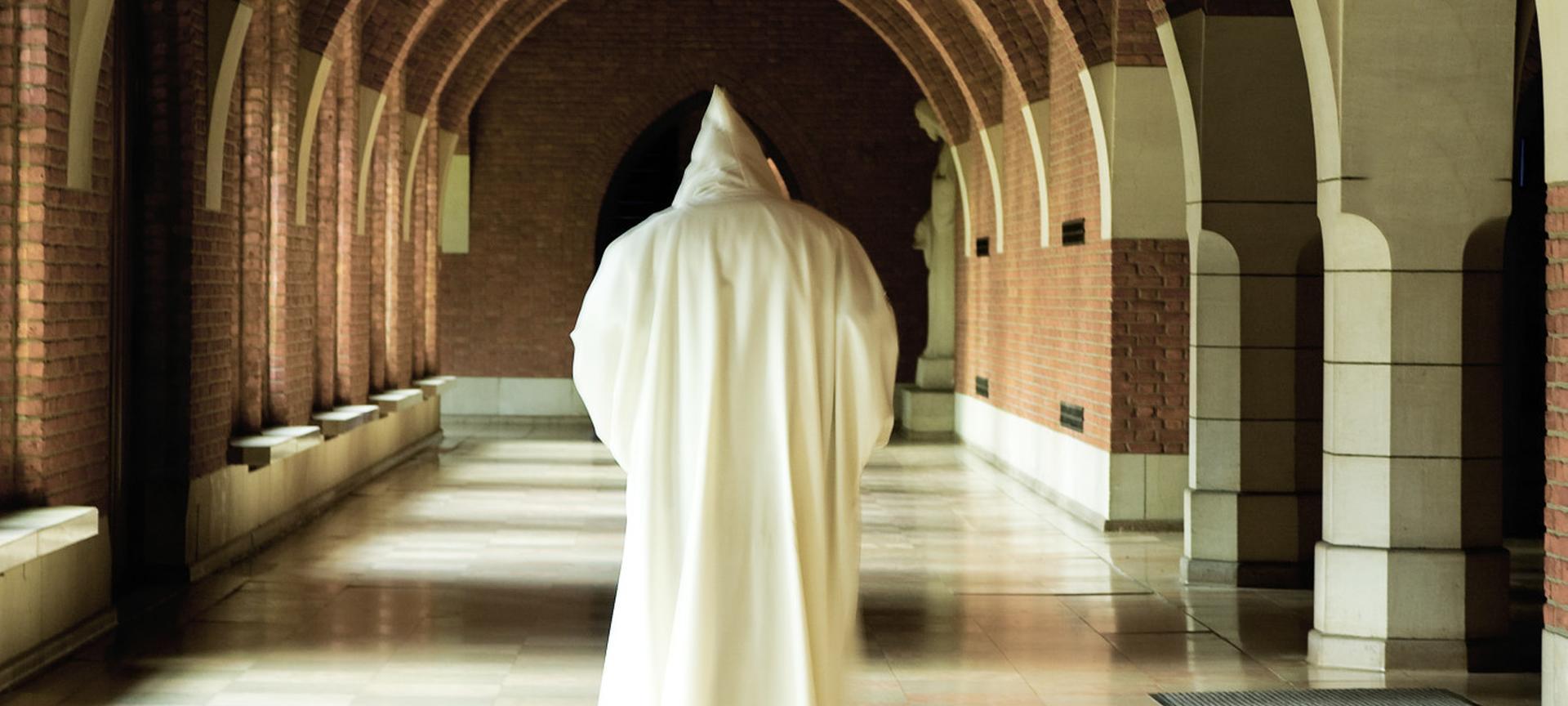 I monaci di Notre-Dame de Saint-Remy a difesa della propria sorgente!