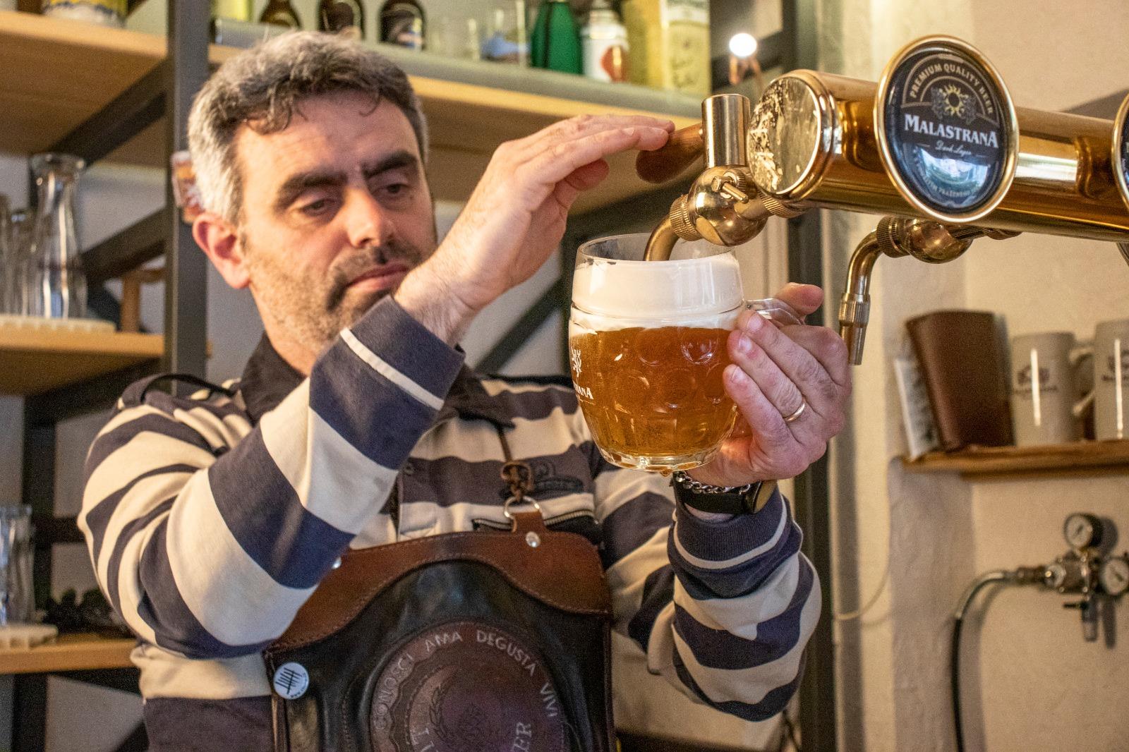 SORSI DI BOEMIA: Come viene spillata la birra ceca? Il parere di un campione di spillatura