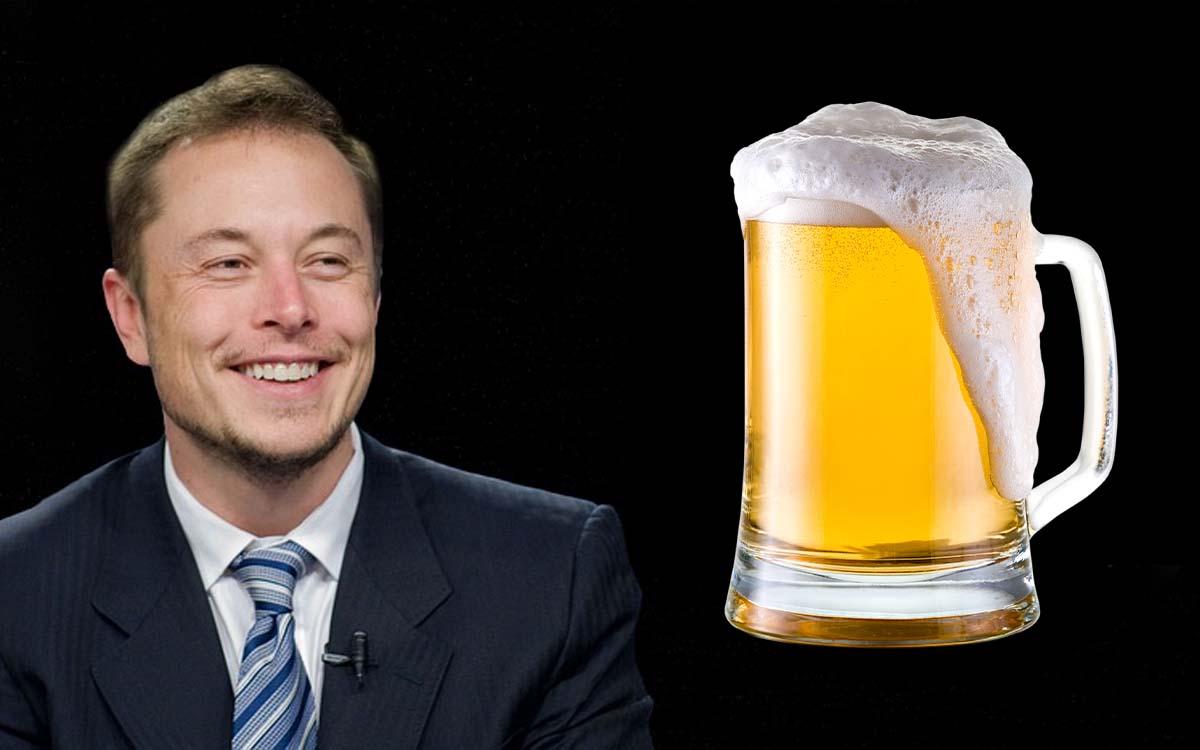Elon Musk lancia la sua birra Tesla GigaBier, con bottiglie ispirate alle Cybertruck